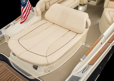 chris-craft-launch-28-gt-rear-lounger-seat-back