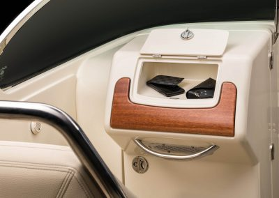 chris-craft-launch-28-gt-glove-box