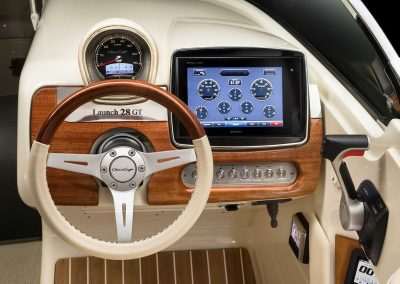 chris-craft-launch-28-gt-helm-screen-3